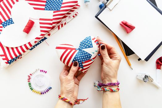 USA Independence Day DIY craft. DIY 4th of July step by step needle holder craft. Step 10 - the pin cushion is ready to use