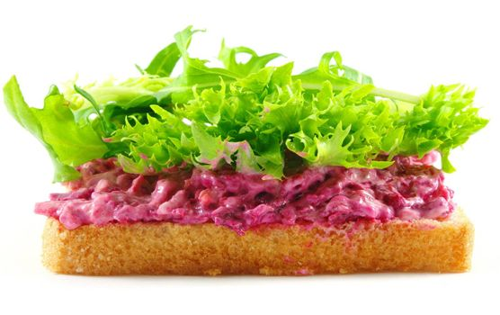 healthy sandwich with red cabbage