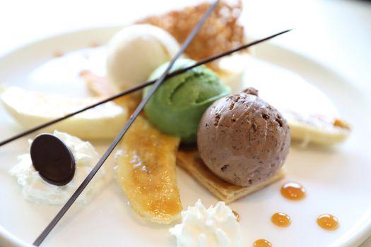 banana split sundae ice cream