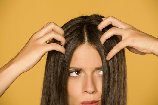 woman with itchy scalp