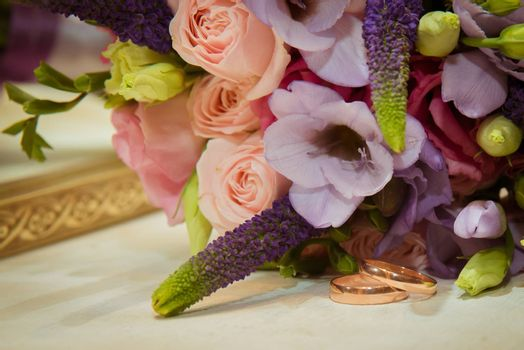 Two beautiful gold wedding rings are the bride's bouquet.