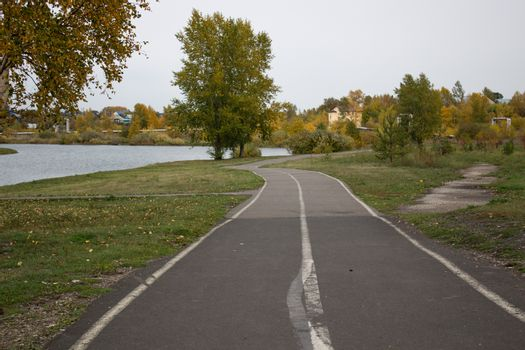 The road to the beautiful backdrop of the Park near the lake.