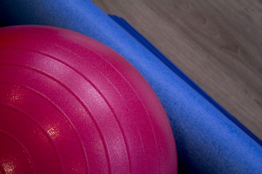 Detail of red exercise ball. Fotografía de Gema Ibarra. Prohibida su utilización para cualquier uso sin autorización.Todos los derechos reservados.