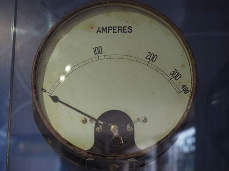 Ammeter to measure electric current