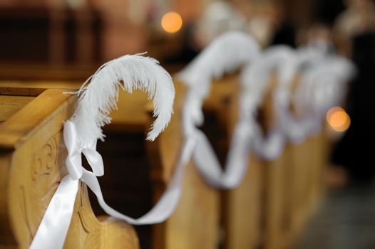Beautiful feather wedding decoration