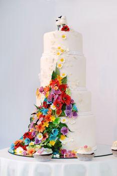 Four stories wedding cake