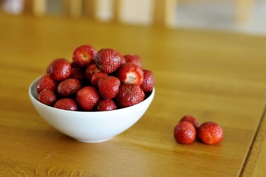 Fresh strawberries in the bowl