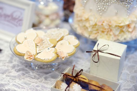 Cookies decorated with flowers and pearls