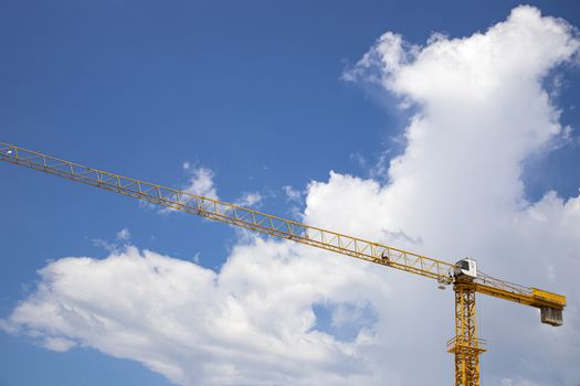 A contraction tower crane