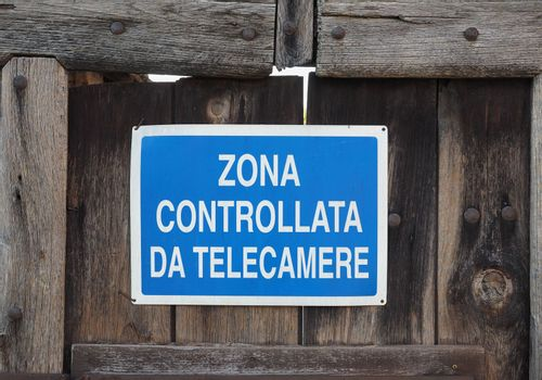 CCTV controlled camera sign (in Italian)