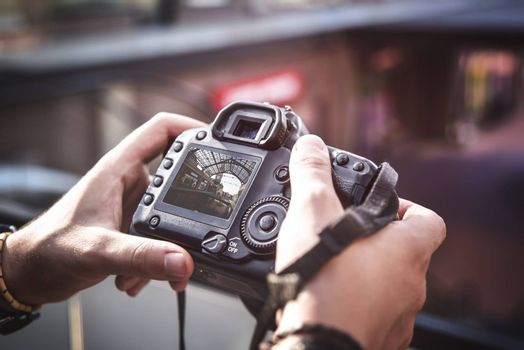 camera in hand, Street photography, Live View