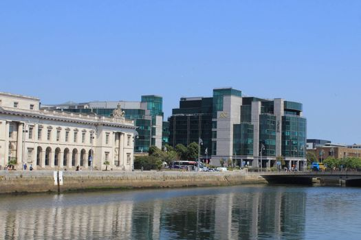 Dublins, Custom House flanked by the buildings of the International Financial Services Centre and the Aib Trade Centre.