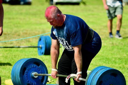 A hobby for real men - log Lift and Deadlift training