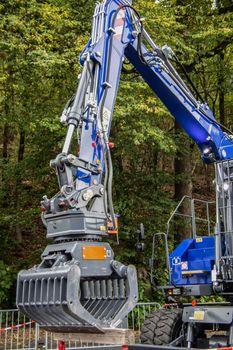 Long jib crane to remove rubble
