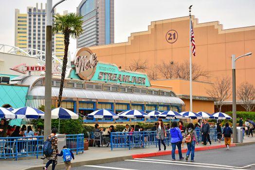 Mel's hollywood streamliner facade at Universal Studios Japan in