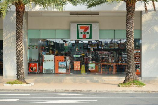 7 Eleven convenience store facade