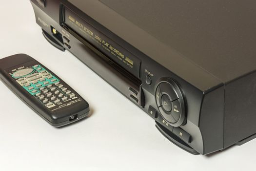 The front panel is home video recorder for playback of home movies and videotapes to remote control.