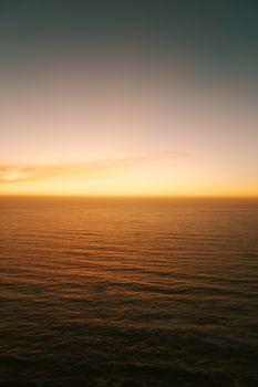 A minimalistic yellow gradient in the horizon
