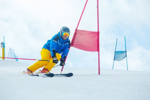 Skier attacks a gate