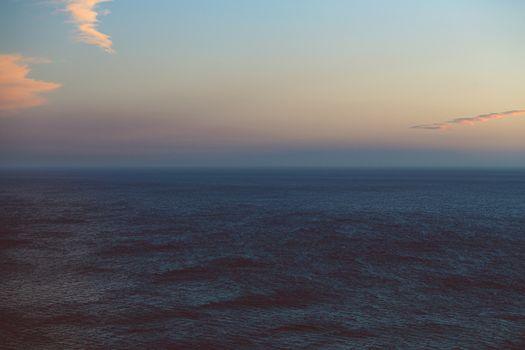 Infinite horizon over the ocean