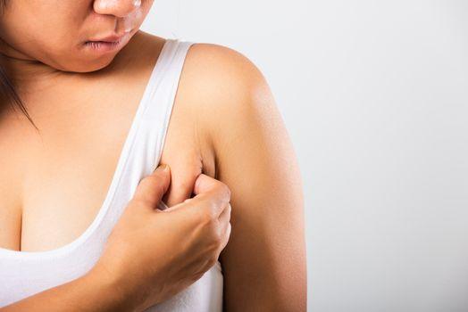 woman pulling her skin underarm she problem armpit fat underarm