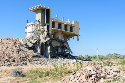 Dismantling of an illegally built hotel complex