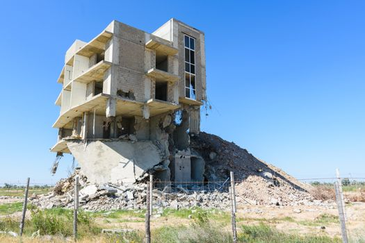 Illegal construction on the coastal side, hotel demolition