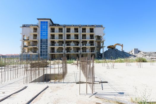 Dismantling of the constructed hotel complex recognized as illegal construction by a court decision