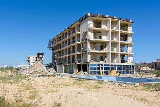 Illegal construction on the coastal side, demolition of the hotel complex