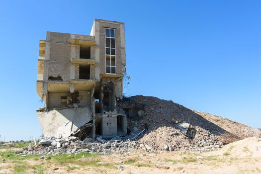 Demolition of an illegally built house in the riverside