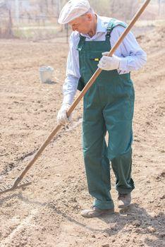 Farmer or employee working in the field.