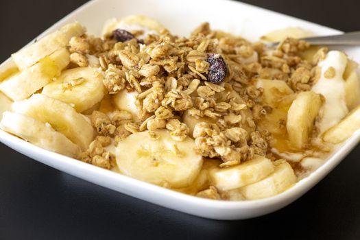 yogurt with oat and banana slices