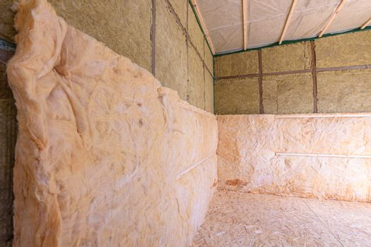 Combination of roll and thermal insulation with plates in a country wooden house
