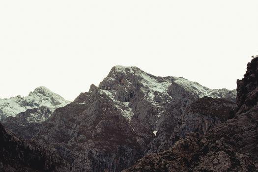 Tallest peak of the mountain range in Asturias