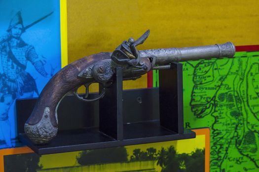 Gunpowder weapon on the platform.