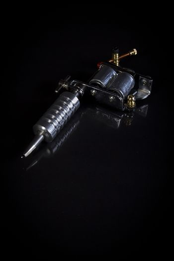 Tattoo machine for tattooing on black reflective surface