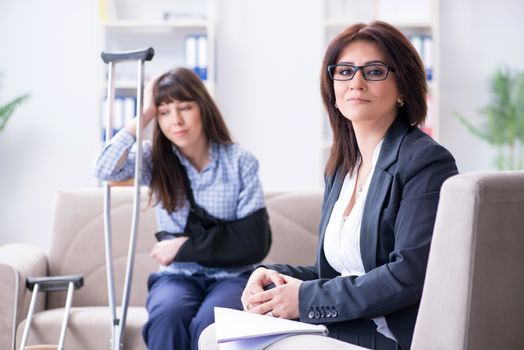 Injured woman visiting phychologist for advice