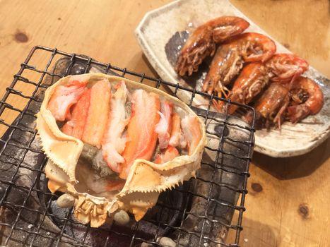 Gril crab brain famous food at tsukiji fish market in tokyo, japan