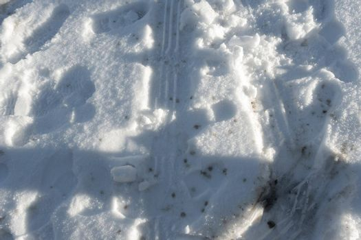 It depicts a dirty way covered by some marks in winter