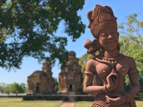 Statue at Prasat Si Khoraphum