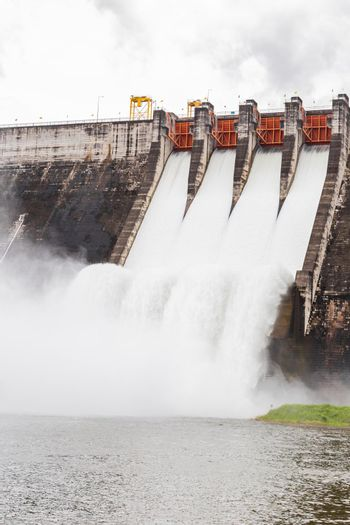 The dam Khun Dan Prakarn Chon is a dam with hydroelectric power plant and irrigation and flood protection in the district.