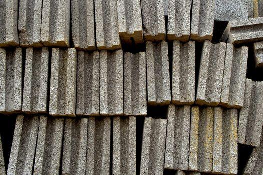 Overlap tiered brick