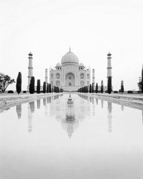 Taj Mahal with nobody in the photo