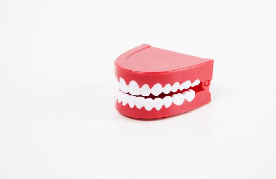 Chattering toy teeth