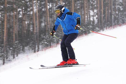 Alpine skier jump