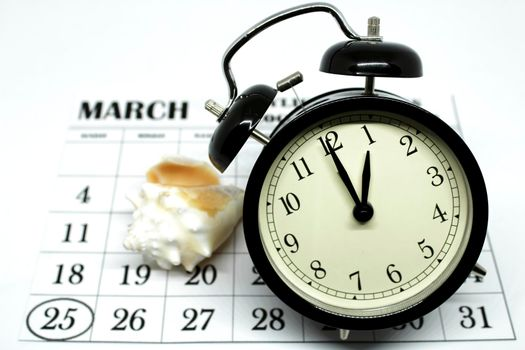 Daylight Savings Spring Forward sunday at 1:00 a.m. March 25 date indicated in the calendar. Clock next to a conch.