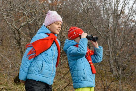 Girlfriend tells another girlfriend what she saw through binoculars