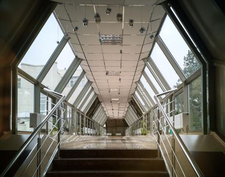 Architecture: the passage connecting the two hotel buildings.