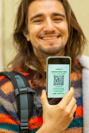 traveler with covid-19 online pass on smartphone app