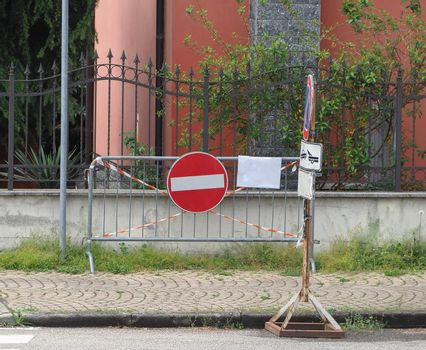 no entry sign on temporary fence
